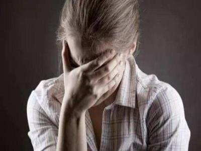 身上出现早期<a href=http://www.qinmoukeji.comhttps://www.qinmoukeji.com/bdfzz/ target=_blank>白癜风症状</a>怎么办